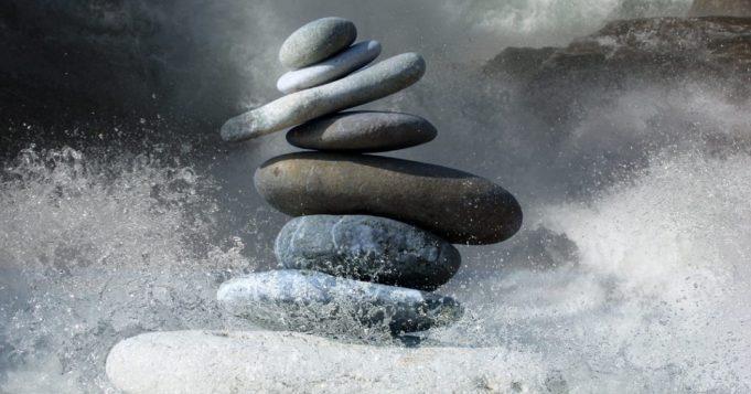 Activar la energía positiva lavando piedras