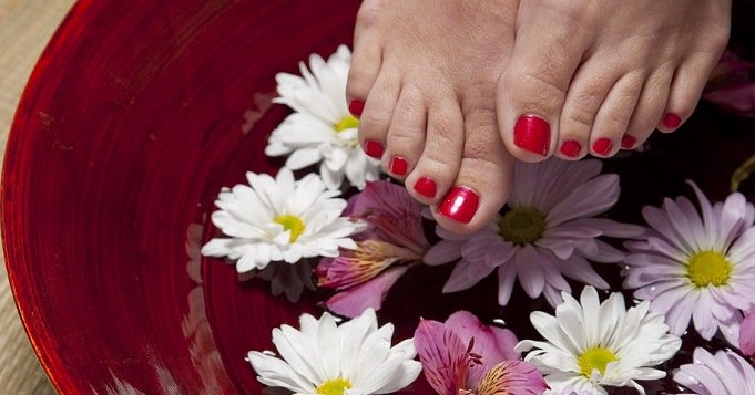 Remedios para pies cansados con flores