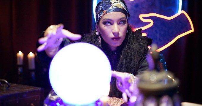 La bola de cristal como técnica de adivinación